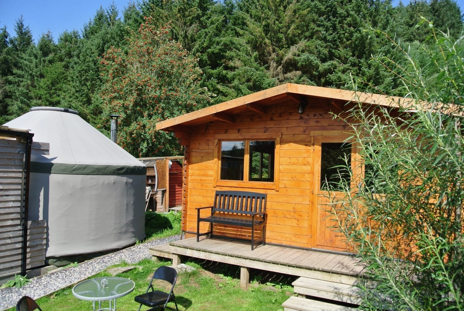 Ty log fully equipped kitchen and bathroom